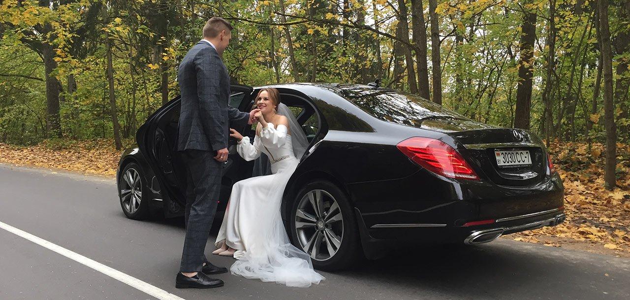 Черный автомобиль в свадебный кортеж